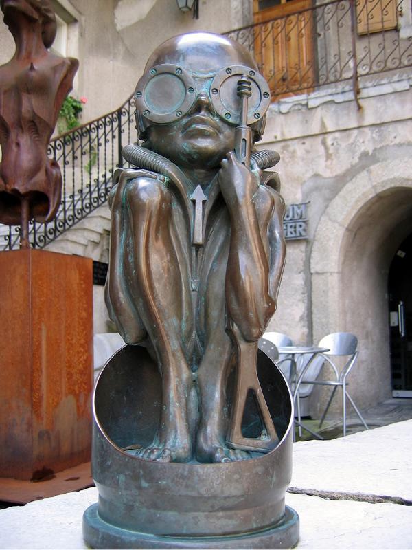 Escultura de Bronce en el Museo de Gruyères.