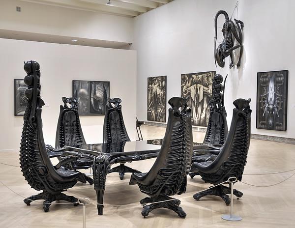 Diseño de mobiliario de Giger.
