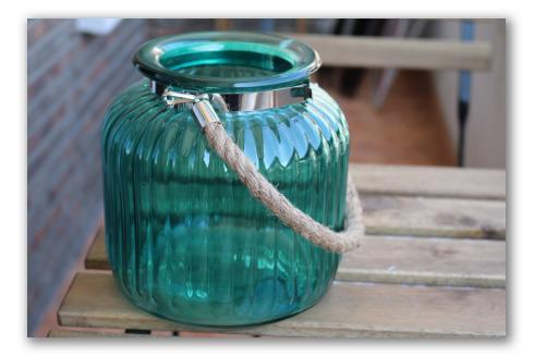 Frasco de cristal vintage con asa de cuerda
