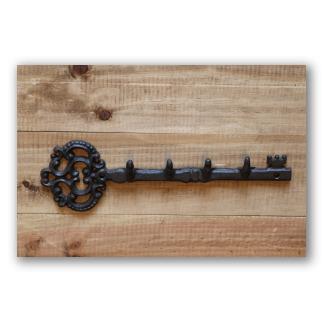 Colgador de llaves estilo hierro con óxido.